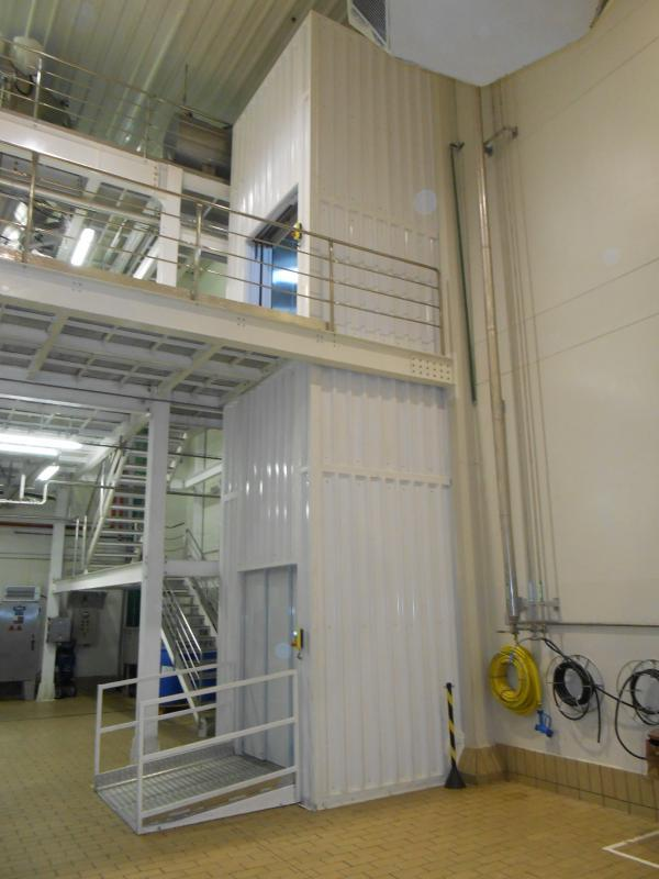Elevadores e plataformas elevatórias